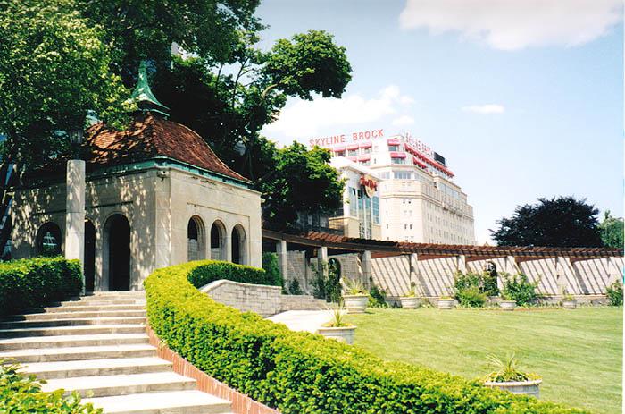 Niagara Falls Oakes Garden Theatre