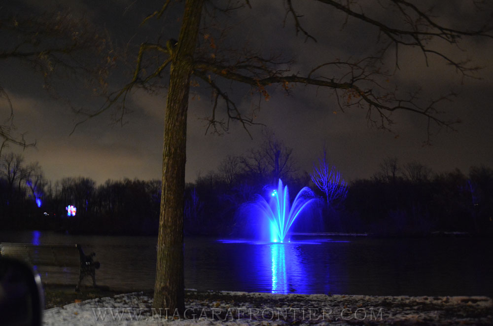 A pictorial of festive displays during the winter festival of lights in niagara falls ontario dufferin islands